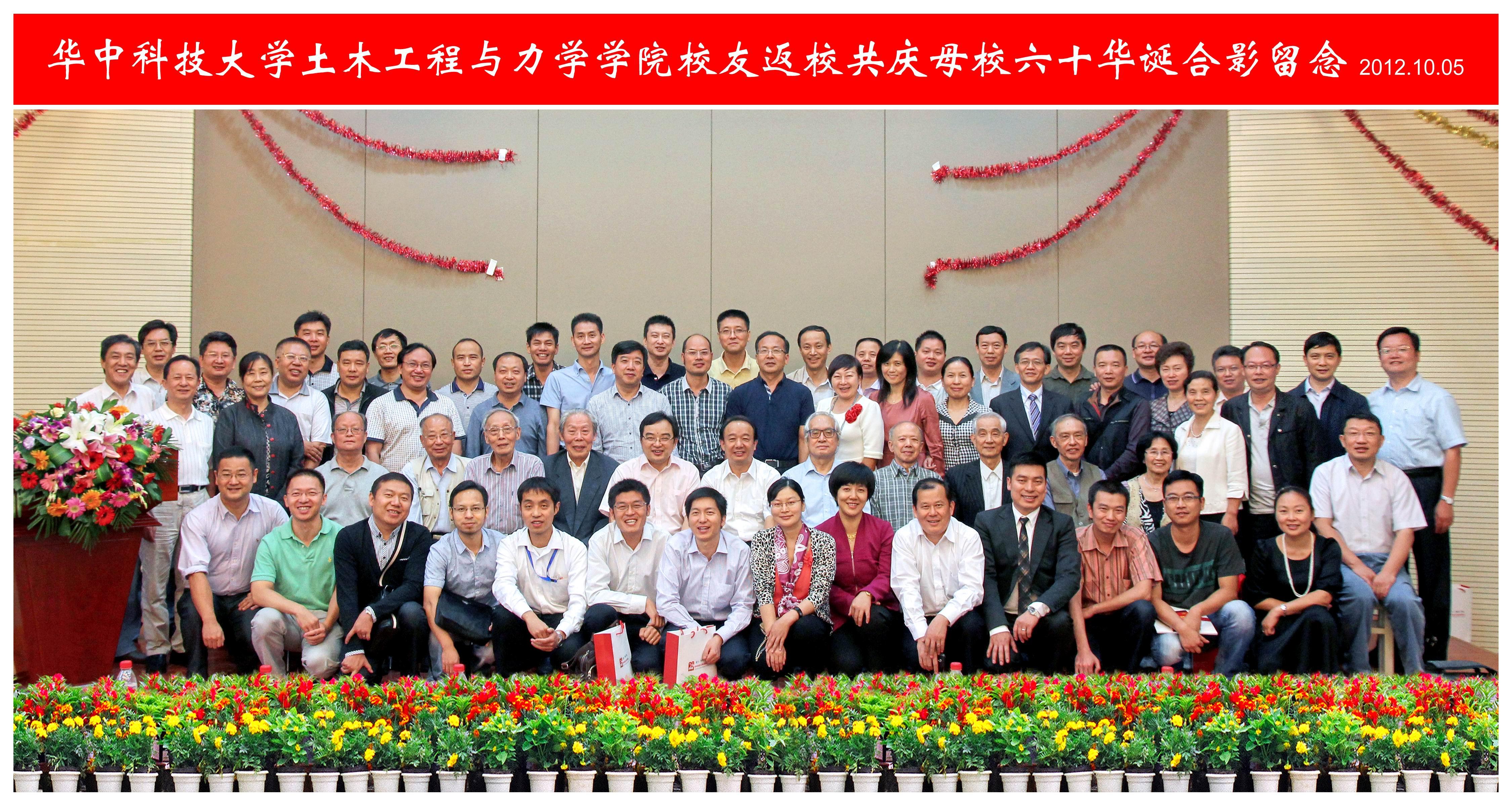 2005届土木工程系毕业生邓露深受学生追捧.